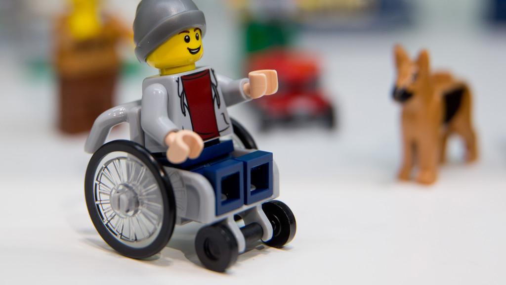 prima jucarie lego cu dizabilitati