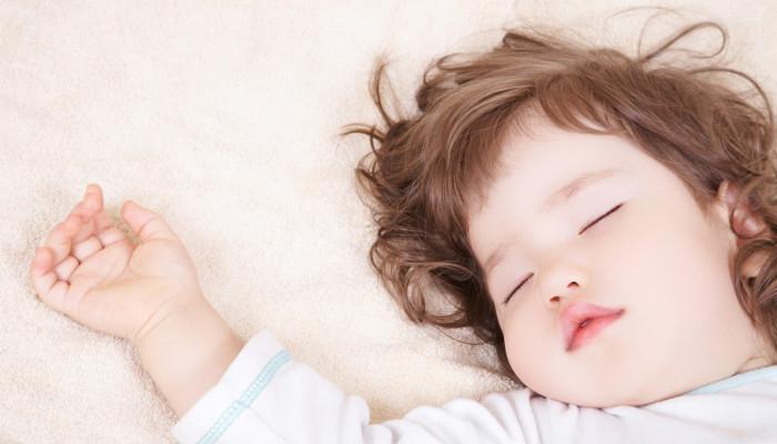 cat trebuie sa doarma un copil