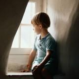 copiii captivi intre ziduri de beton