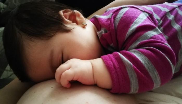 cum adormi bebelusul